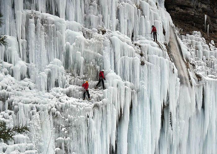 Замёрзшие водопады в Словении